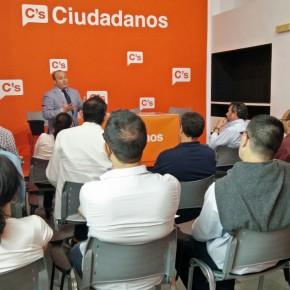 Julio Díaz ofrece una charla sobre la comunicación en C's