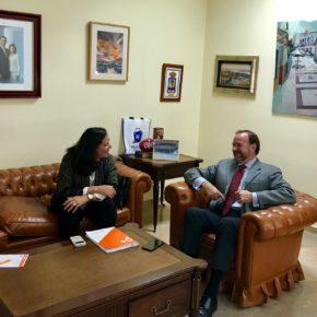 Reunión del presidente de la FOE y la portavoz de Cs en el ayuntamiento de Huelva para buscar puntos de trabajo en común
