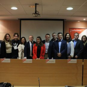 Ciudadanos Aljaraquemuestra su rechazo alacoso escolar con una mesa redonda