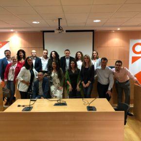 Mesa redonda sobre adolescencia y redes sociales organizada por Cs Aljaraque