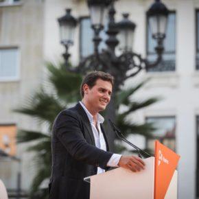 """Rivera (Cs): """"No es bueno que gobiernen los mismos durante 37 años; si cambiamos de color político, Andalucía logrará mucho más"""""""