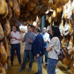 Caballero (Cs) integrará a los sectores agrario y ganadero en el Plan Director Empresarial y Económico de Santa Olalla