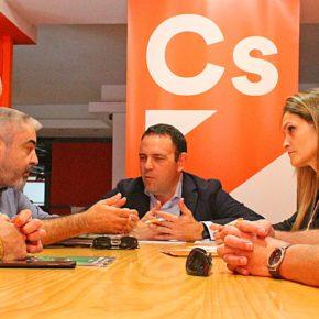Carlos Hermoso se compromete ante representantes policiales de Huelva a luchar por sus reivindicaciones