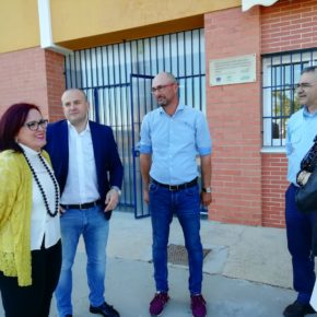 """Díaz (Cs): """"Las obras del CEIP Lora Tamayo de Bonares tienen color naranja"""""""
