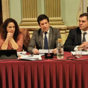 """García de Longoria: """"Hemos conseguido con la presión de los onubenses que el alcalde rectifique y paralice la zona ORA"""""""