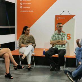 Cs apuesta, en un encuentro con militantes, por seguir siendo la referencia en la oposición en Huelva tras un año de mandato municipal